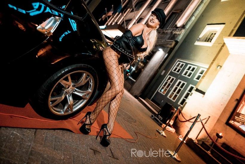 PEOGALERII | Võimsad autod ja siresäärsed kaunitarid Klubis Teater