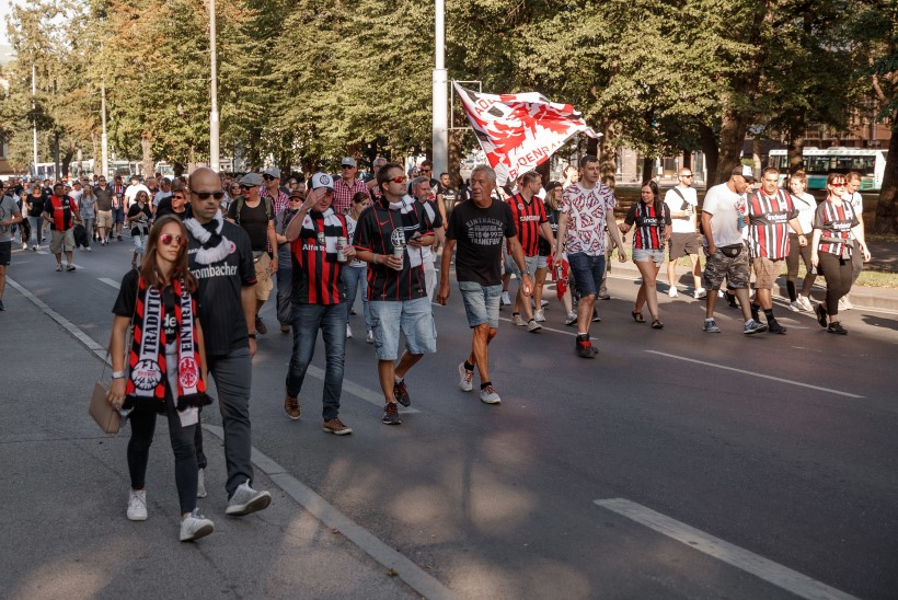 Flora päästis Eintrachti fännid Serbia põrgukatlast