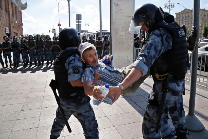 FOTOD JA VIDEO | Venemaal vahistati üle 300 opositsionääri