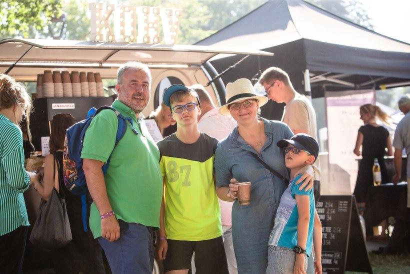 GALERII | Laupäevane palavus ei takistanud folgilisi festivali nautimast