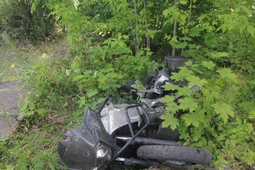 VIDEO JA FOTOD SÜNDMUSKOHALT | Jõgevamaal hukkus mootorrattaga teelt välja sõitnud mees