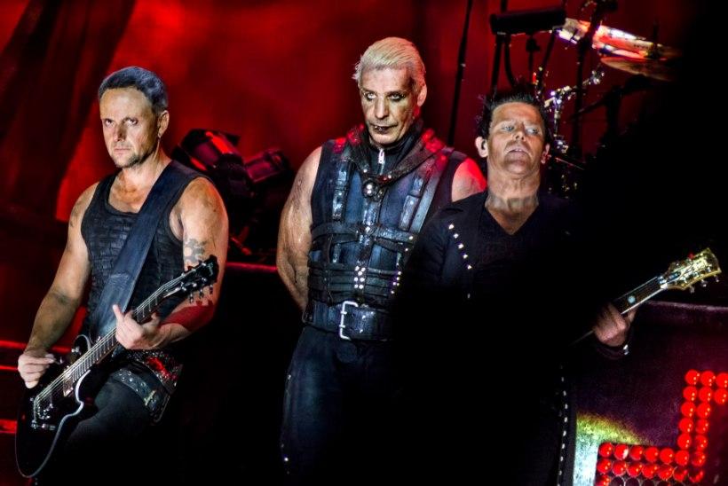 JULGE TEGU! Rammsteini liikmed suudlesid Venemaal oma kontserdi ajal, et protestida homofoobia vastu