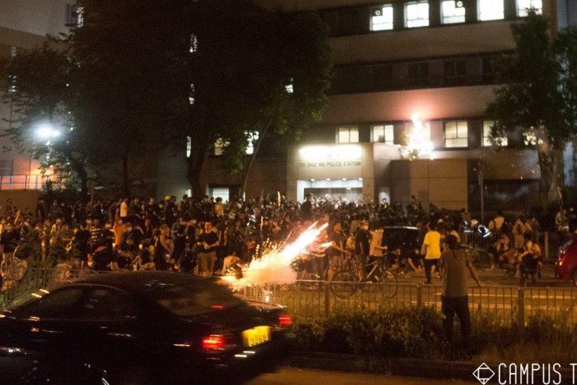 VIDEO | Hongkongi meeleavaldajaid rünnati ilutulestikuga