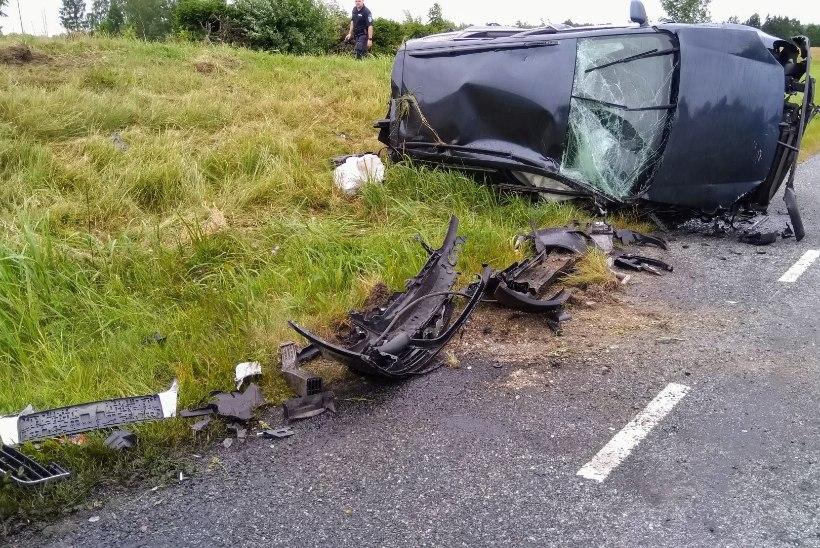 FOTOD | ÕNNELIK ÕNNETUS: Põltsamaal toimus raske avarii, imekombel ei saanud keegi viga