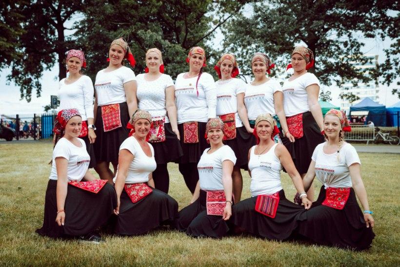 """Kihnu naisrühm teeb ajalugu: """"Oleme esimest korda suurel tantsupeol!"""""""