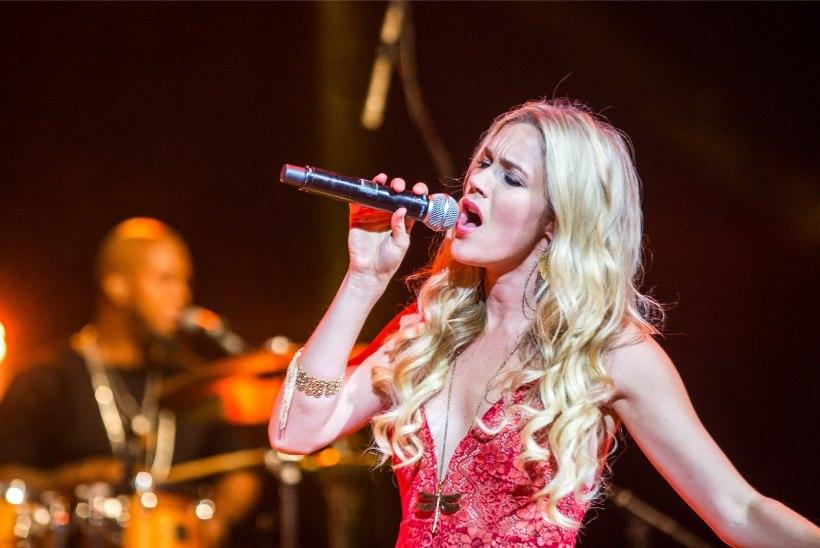 Eestiski esinenud Joss Stone saadeti Iraanist välja kartuses, et ta hakkab laulma