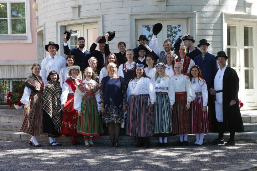 GALERII | Kadrioru roosiaias anti üle laulu- ja tantsupeo esimesed kodarrahad