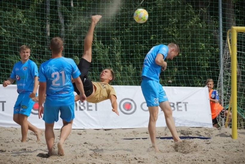 JÄRELVAADATAV | Rannajalgpallurid demonstreerisid laulupeo ajal Pärnu liival käärlööke