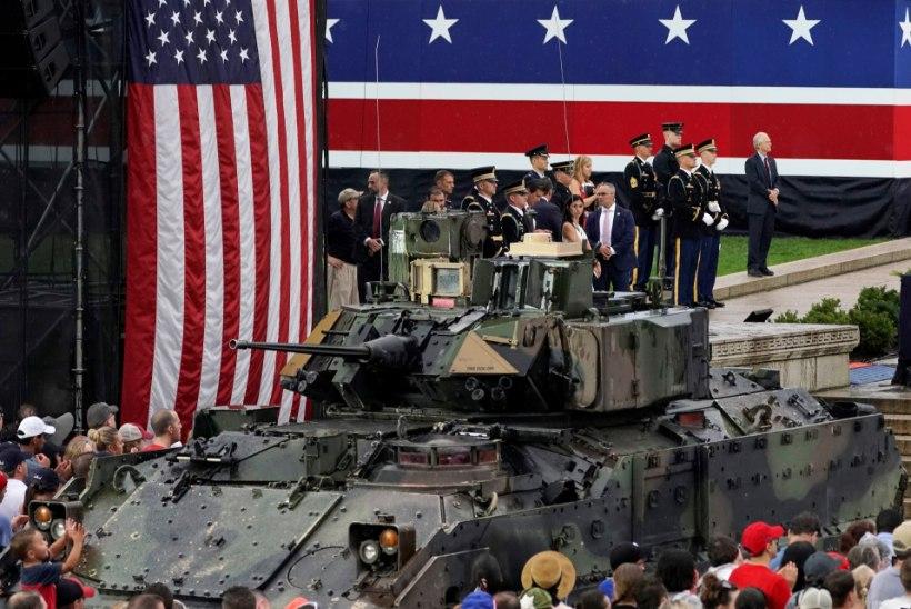USA ISESEISVUSPÄEV: Donald Trump tõi Washingtonis tankid tänavatele