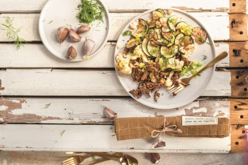 Toit kaheks päevaks: lillkapsa-kukeseene panniroog ja köögivilja-kukeseenekotletid