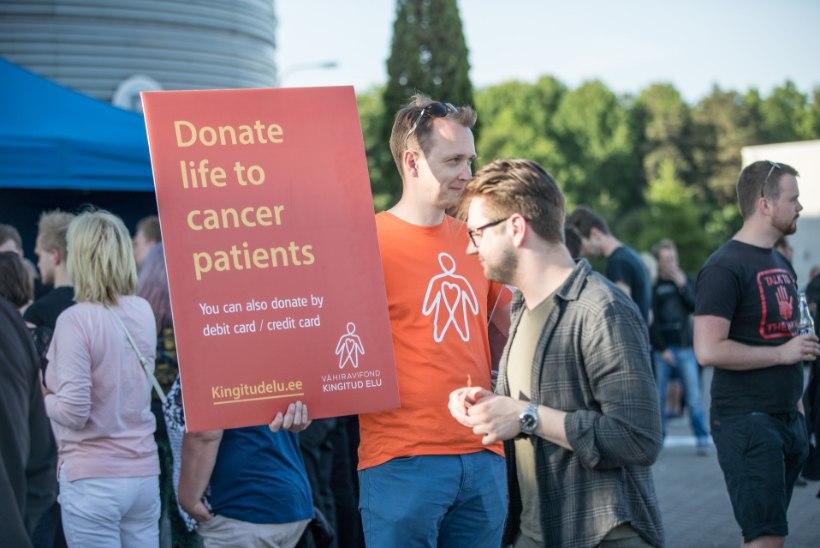 Laulu- ja tantsupeolised annetasid vähihaigete toetuseks üle 40 kilogrammi sularaha