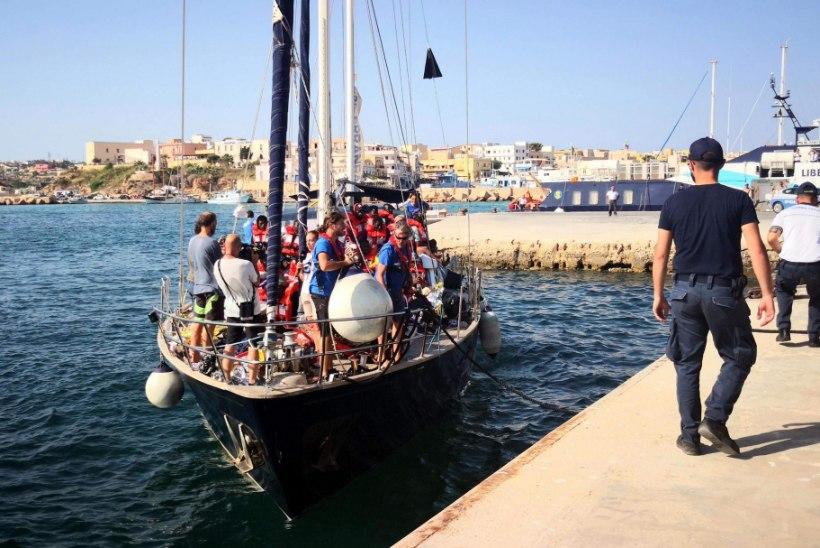 Itaaliasse jõuavad riburada pagulastega koormatud laevad