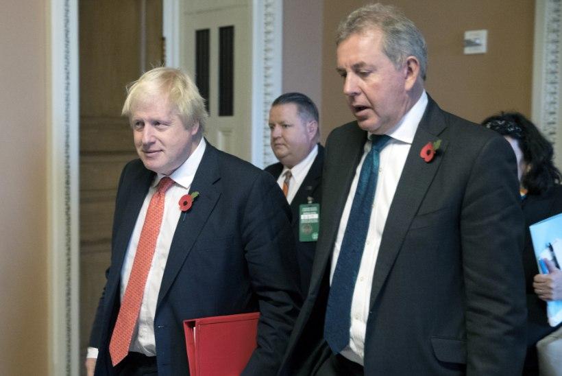 Trumpi kritiseerinud Briti suursaadik pani ameti maha