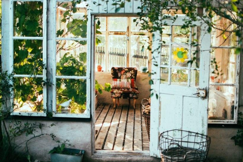 Maakler vastab: kas ja kuhu võib oma aias ehitada ning millal on selleks luba vaja?