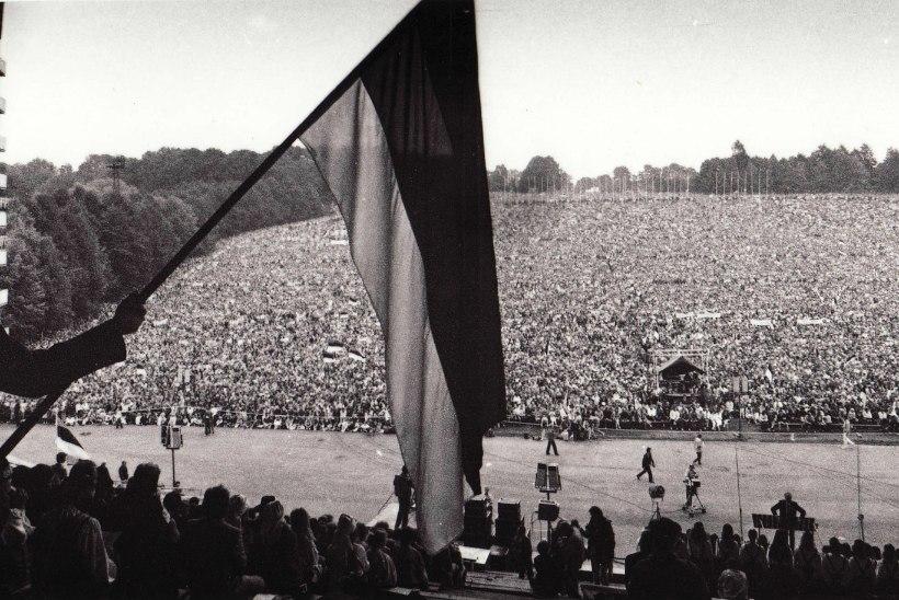 """KUIDAS NII? 1988. aasta massiüritusel """"Eestimaa laul"""" hoidsid korda inimesed ise"""
