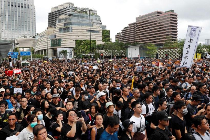 Hongkongi liider üritab rahvast rahustada: kedagi Hiinale välja ei anta!