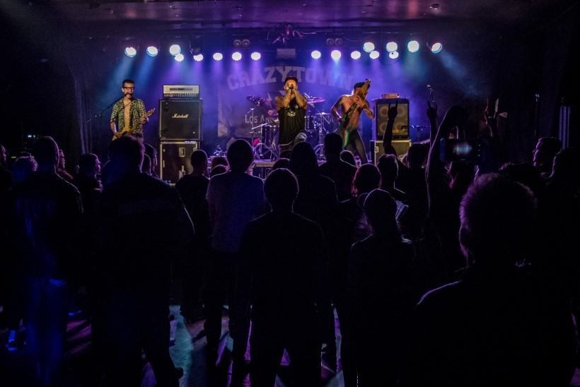 GALERII | Crazy Town hullutas publikut klubis Tapper