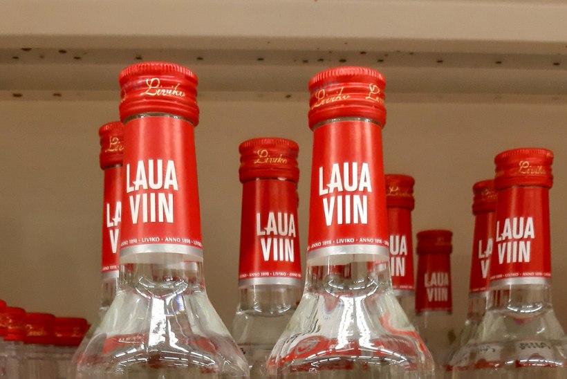 SOOMLASED RÜNDAVAD! Läti aktsiisilangetus tõi Valka napsipoodidesse rohkelt soomlasi – ja mõned eestlased ka