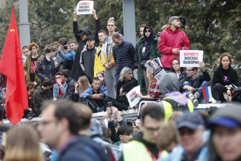 Moskvas nõudis viimase kaheksa aasta suurimal protestiaktsioonil vabu valimisi ligi 50 000 inimest