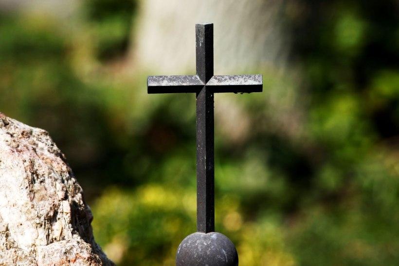 Tartumaal hukkus autoga tiiki sõitnud mees