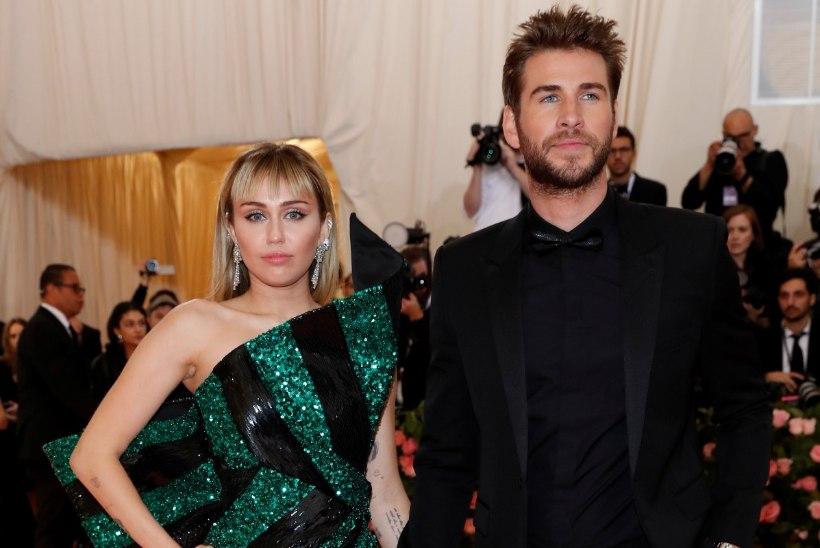 Kahju! Miley Cyrus ja Liam Hemsworth lahutavad vähem kui aasta kestnud abielu