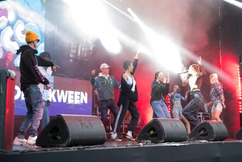METSIK FESTIVAL ELVA MÄNNIMETSAS: valugrimasse tekitavad räpisõnad, üksteise seljas aelevad noored, ööuni pakiruumis