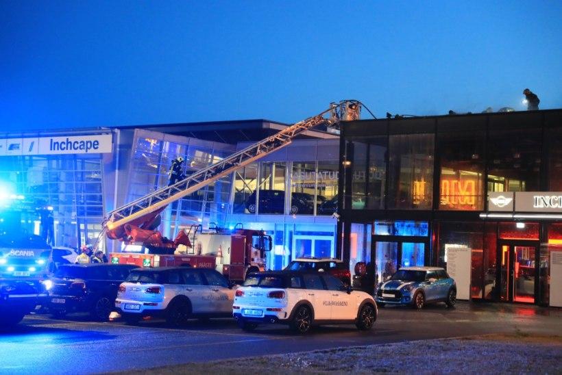 FOTOD JA VIDEO   Haaberstis põles lahtise leegiga BMW müügiesindus