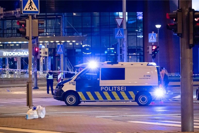 FOTOD JA VIDEOD SÜNDMUSKOHALT   Tallinna kesklinnas sai karmis liiklusõnnetuses kolm inimest viga