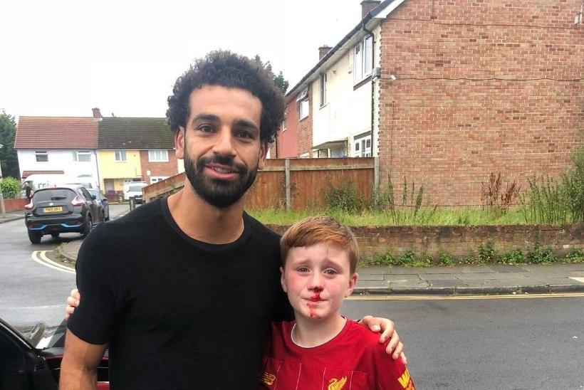 11aastane Liverpooli fänn jooksis end Salahi tähelepanu püüdes oimetuks, egiptlane vastas südamliku žestiga