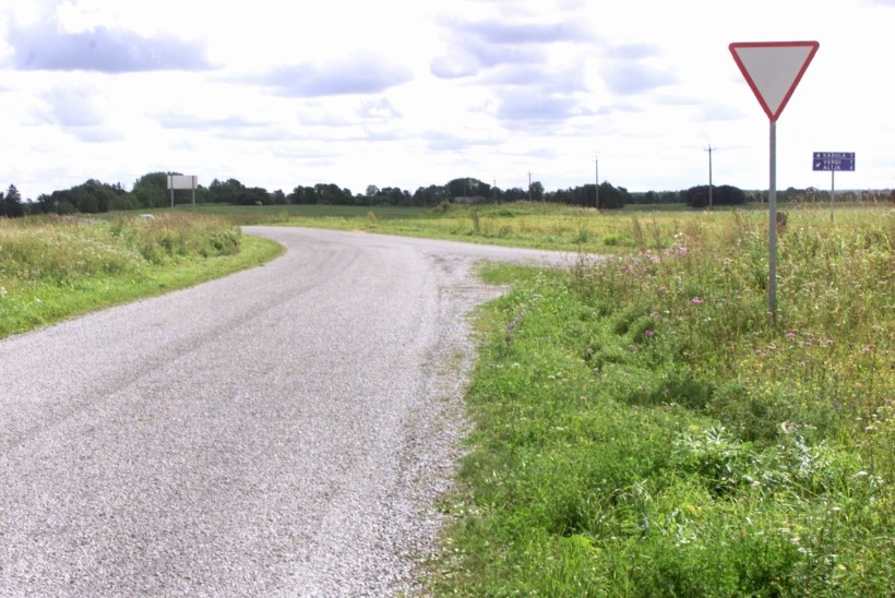 Küsimus | Miks ei saa Eestis maanteeservasid euroopalikult puhtaks niita?