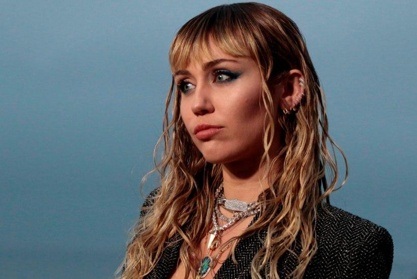 Kiire tüdruk! Miley Cyrus musitas vaid paar tundi pärast lahutusuudist uue kallimaga
