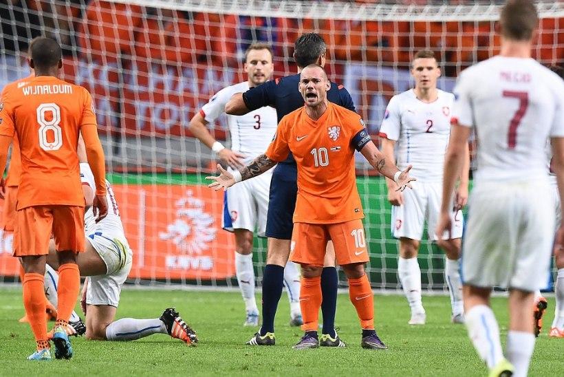 Hollandi jalgpallilegend lõpetas ootamatult karjääri