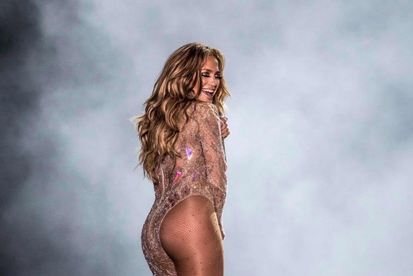 KADESTAMISVÄÄRNE FOTO | Pesapallistaar postitas 50aastasest Jennifer Lopezist bikiinipildi