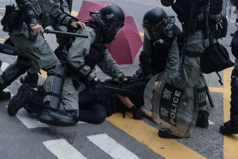 Hongkongis viibiv eestlane: meeleavaldusi ajab jõuga laiali maffia, politsei ei sekku