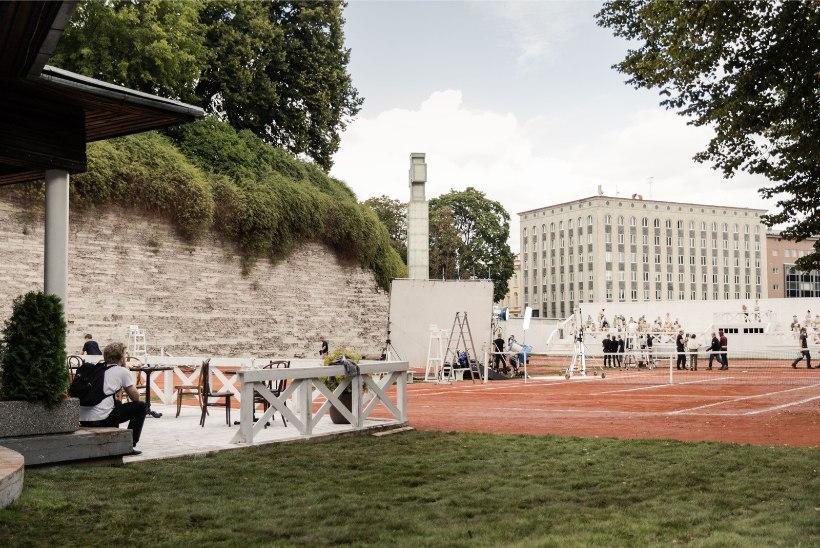 GALERII | Kodumaise spioonipõneviku tarbeks taastati Vabaduse väljaku ääres tenniseplats