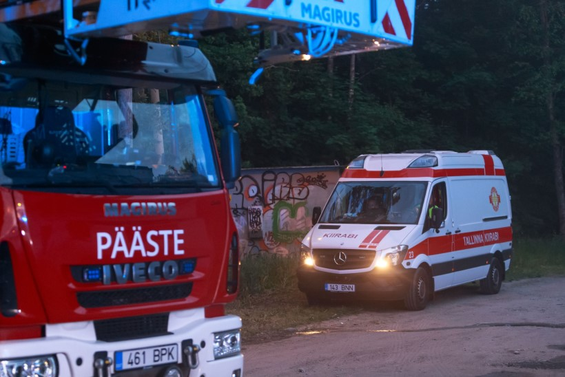 FOTOD   Saue vallas oli raske liiklusõnnetus, politsei ja päästjad reageerisid suurte jõududega