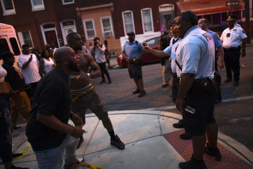 FOTOD | Narkoreid Philadelphias päädis mitmetunnise pantvangidraama ja tulistamisega, viga sai seitse politseinikku