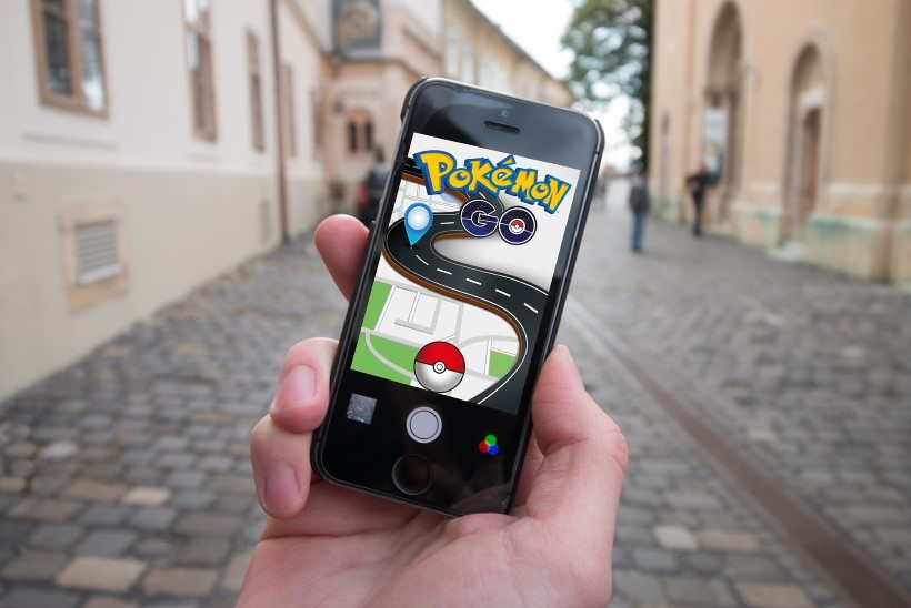 """POPP, ENT OHTLIK: autojuht mängis """"Pokemon Go'd"""" korraga kaheksal mobiiltelefonil"""