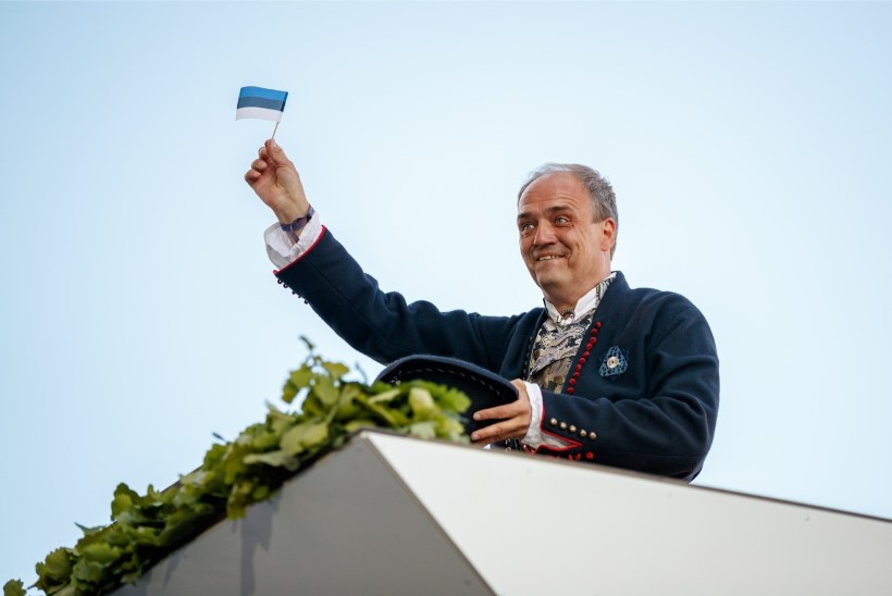ÕL VIDEO   BALTI KETT 30   Hirvo Surva: olen õnnelik inimene, sest olen ära näinud ülemineku kinnisest režiimist uue vabariigini