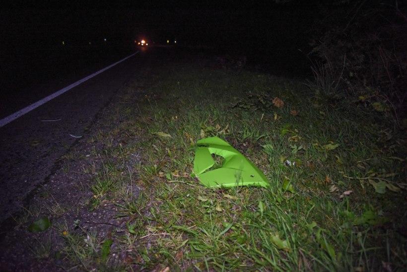 VIDEO JA FOTOD | Teelt välja ja vastu liiklusmärki: õnnetusse sattunud mootorrattas süttis põlema