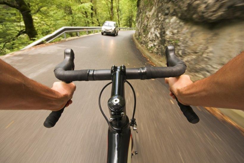 VIDEO | Kuidas maanteel jalgratturina ohtudega toime tulla?