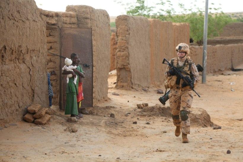Naine Mali missioonil: poiste tuju tõstmiseks piisab vaid neile naeratamisest