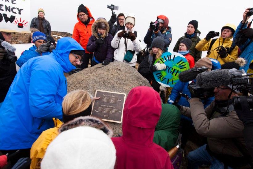 HÜVASTI, OKJÖKULL! Islandil mälestati kliimamuutuse vastu võitluse kaotanud liustikku
