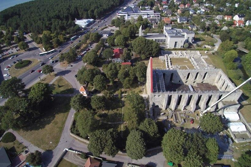 GALERII | Ettevalmistused Birgitta festivaliks on täies hoos!