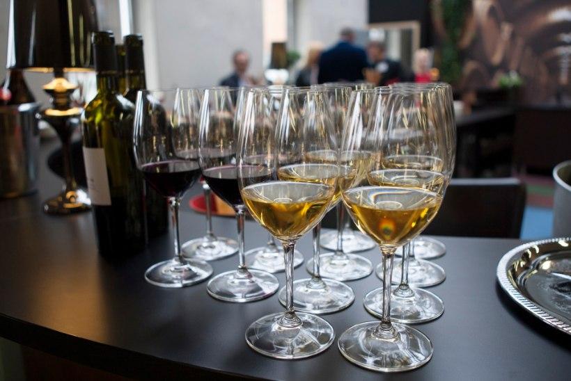 VEINI-EUROOPA HINGAB KERGENDATULT: eestlaste ettepanek veiniaktsiisi tõsta kukkus läbi