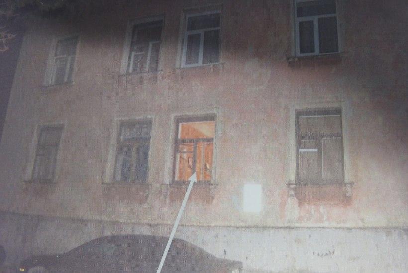 ARMUKOLMNURK LÕPPES PUSSITAMISEGA: ööpimeduses naabrimehe kaissu pugenud naine jäi haledalt vahele ja sai nuga