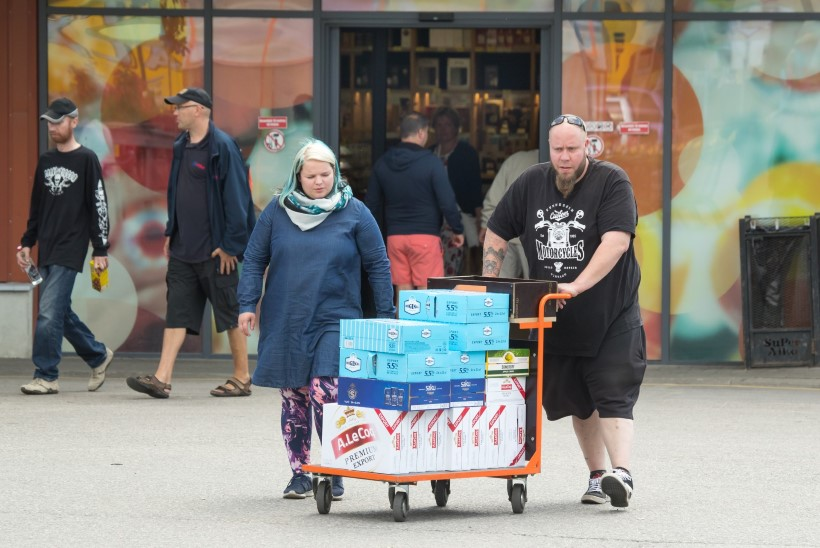Aktsiisilangetus on pannud soomlased taas Eestist alkoholi ostma