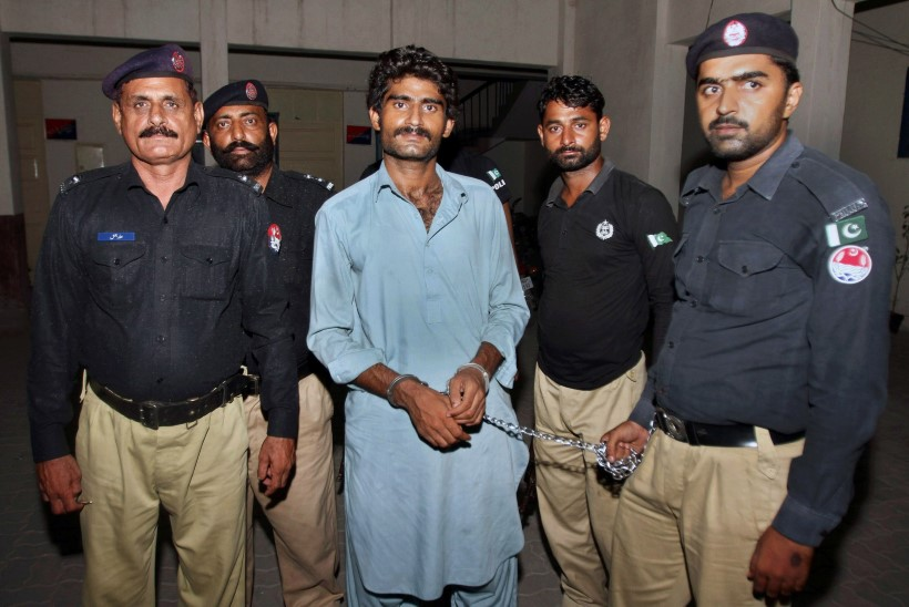 Pakistanis oma kuulsa õe surnuks kägistanud vendade vanemad anusid kohtult nende vabastamist