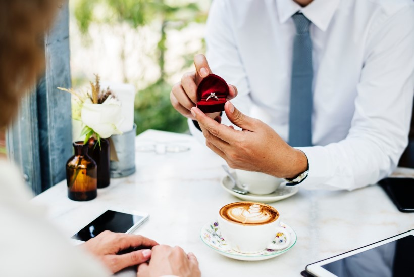 Kihlasõrmuse ostujuht: 6 nõuannet, kuidas leida täiuslikult sobiv sõrmus