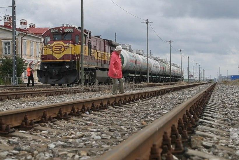 ÕL VIDEO | OHTLIK TEE: Paldiski elanikud pääsevad mere äärde ainult üle raudtee ukerdades